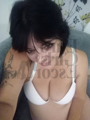 Sharline live escort