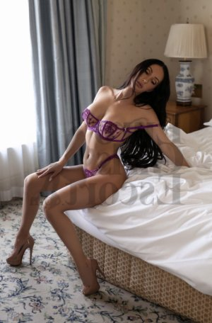 Mailice live escorts in Martinsville