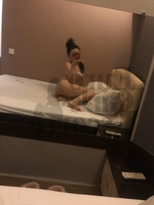 Halimatou escort girl in Yorkville