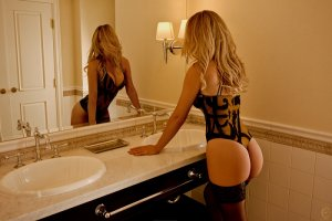 Lyndsay escort girls in Fort Bragg